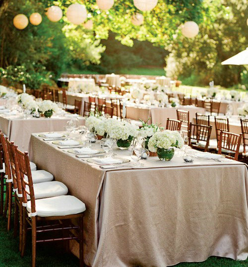 Mehr grün in den Blumen zur Hochzeit Geld Sparen