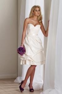Elegantes Knielanges Herz Ausschnitt Brautkleid