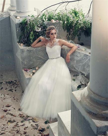 Elbeth-Gillis-wedding-dresses-11-12022015-km